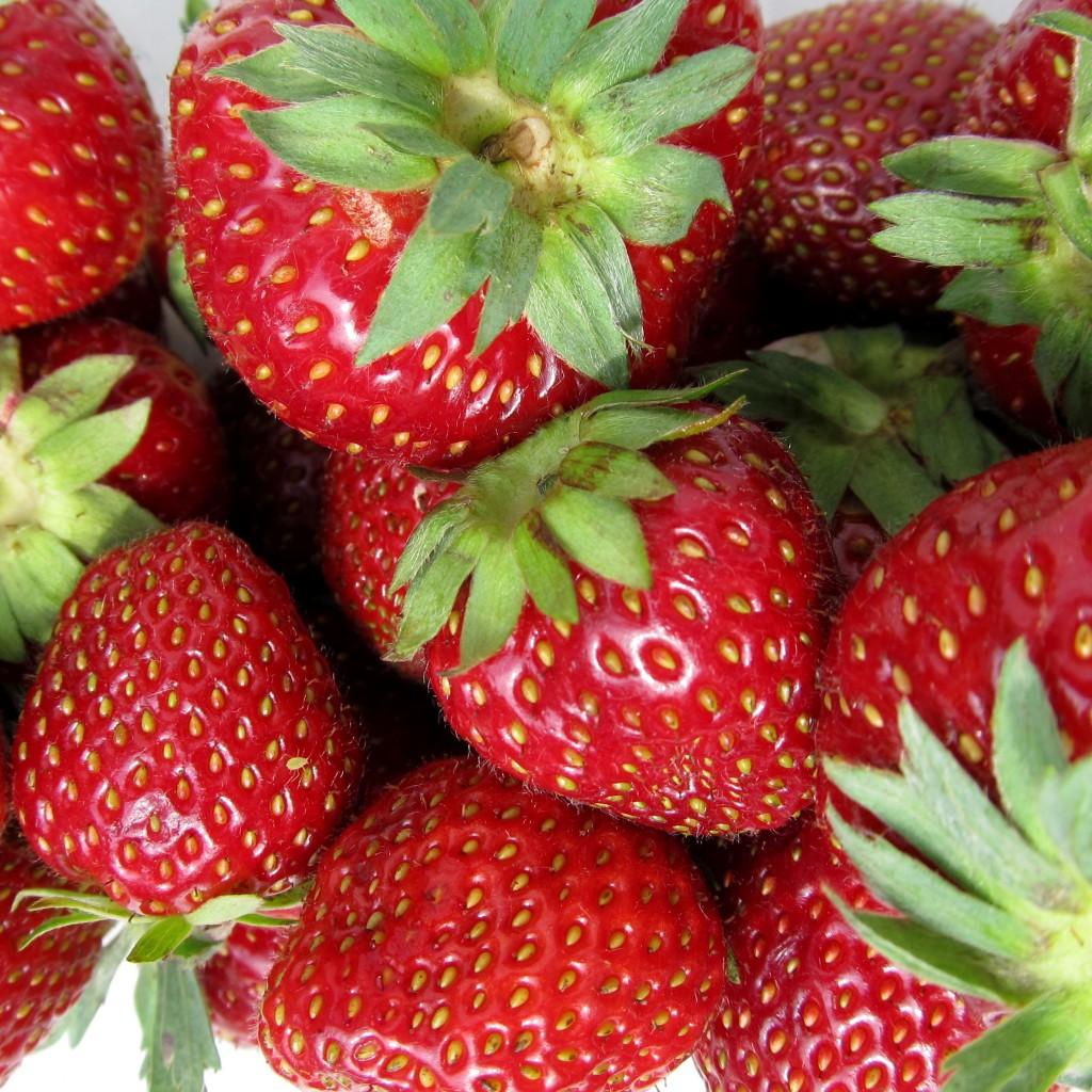 Erdbeeren als Grundlage für Bowlerezept